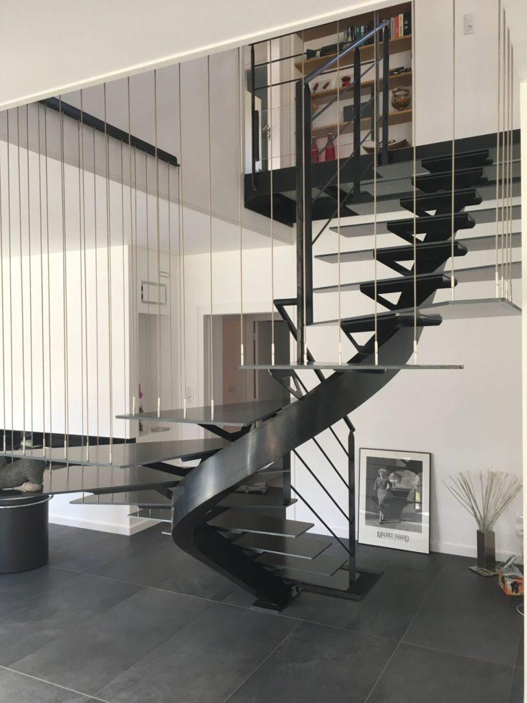 Escalier 2/4 tournant métal intérieur