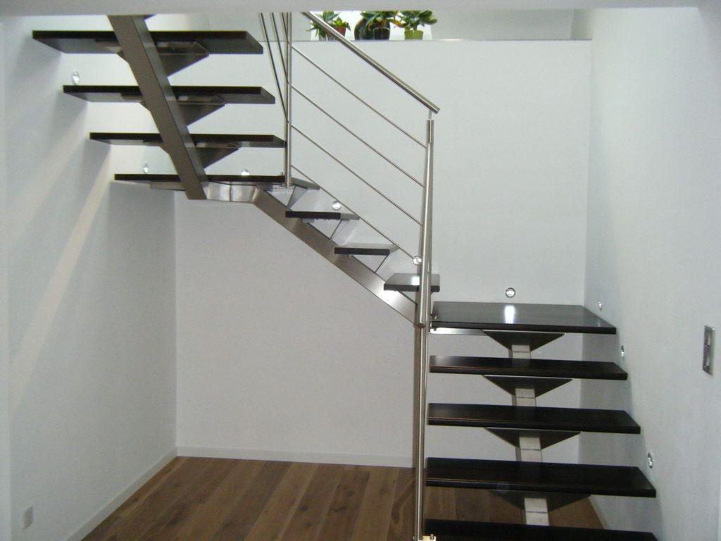 Escalier 2/4 tournant métal et bois intérieur