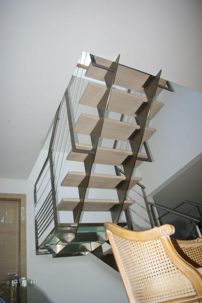 Escalier 2/4 tournant métal/verre et bois intérieur