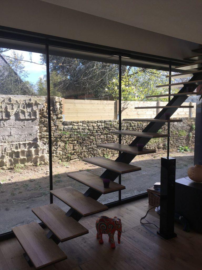 Escalier droit métal et bois intérieur
