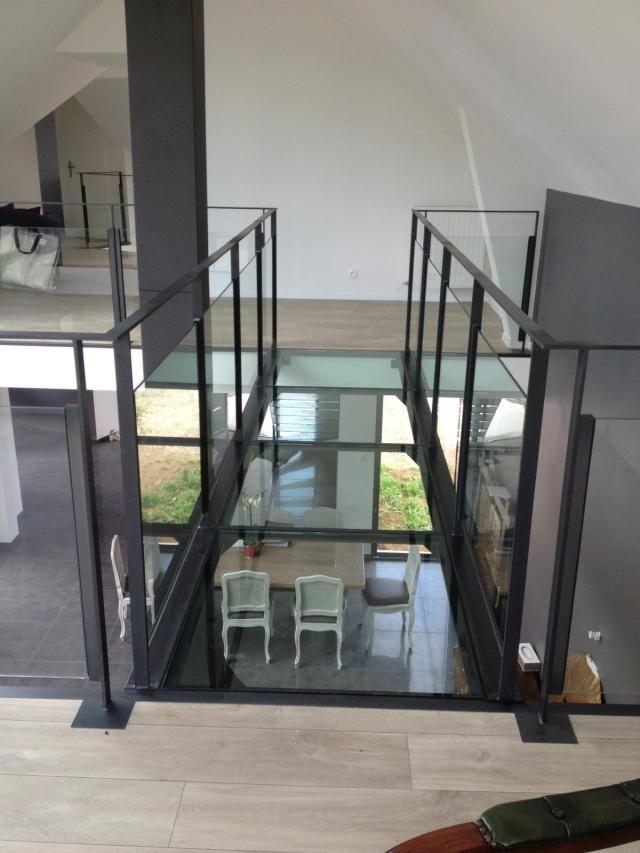 Passerelle métal et verre intérieur