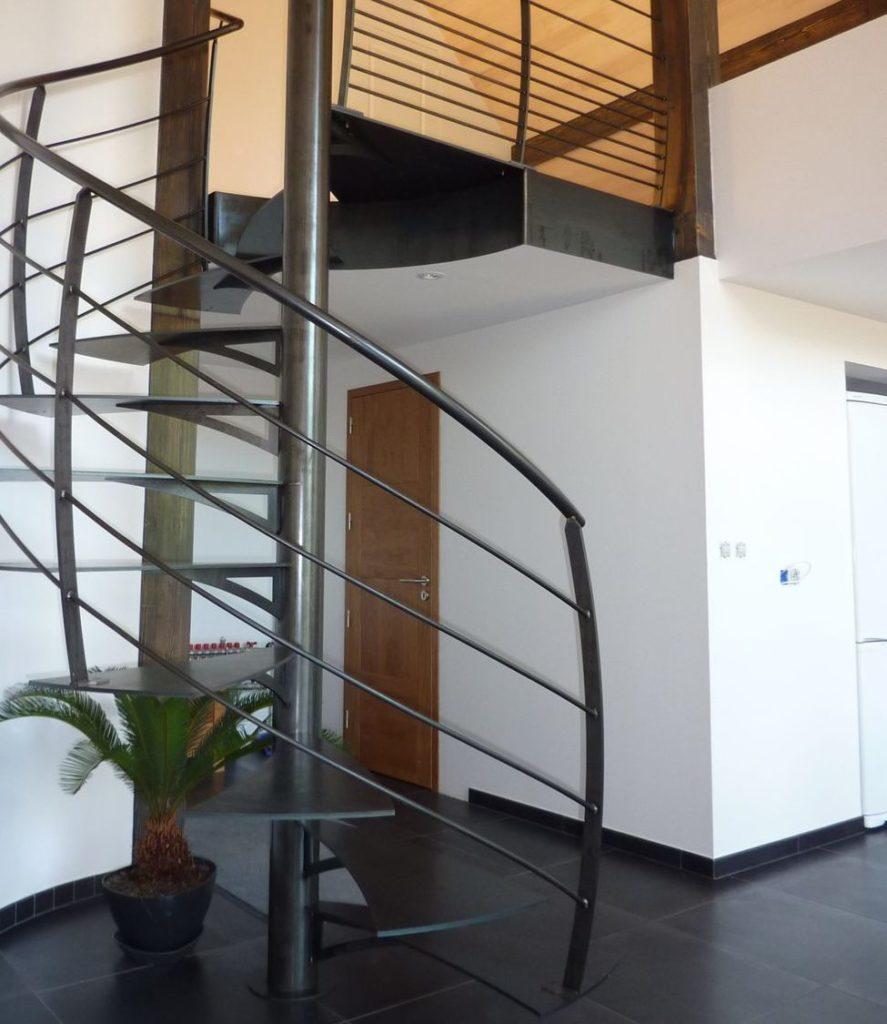 Escalier hélicoïdal barricôt métal intérieur