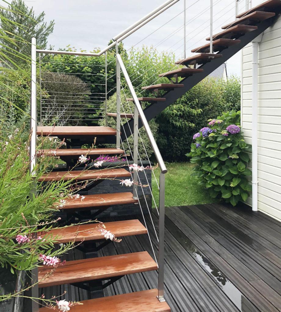 Escalier bois et métal extérieur
