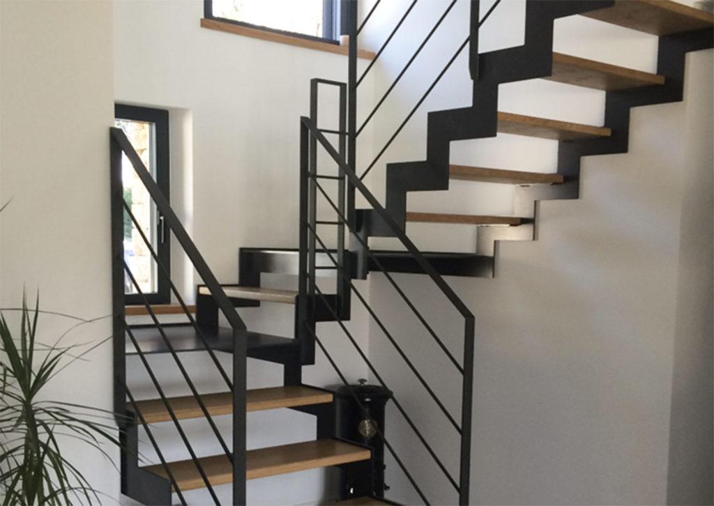 Escalier 2/4 tournant métal et bois